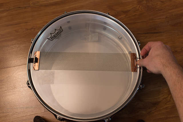 Centering the snare wires